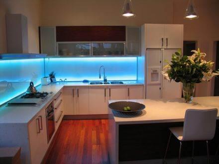 Tiras led para iluminar los gabinetes de su cocina - Iluminacion muebles cocina ...